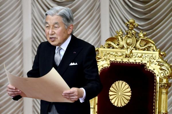 由於「生前退位」一事引發日本社會關注,日本明仁天皇將在8日對外表明想法。(法新社)