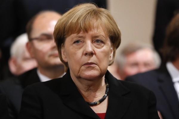 德國發生多起難民攻擊事件,外界指責是總理梅克爾的接納難民政策所致,不過德國機構進行民調,有將近7成的民眾不認為攻擊事件和難民政策有關聯。(美聯社)