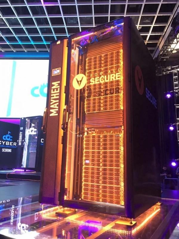 世界駭客賽(DEFCON CTF),最後一名參賽者,來自美國賓州匹茲堡的新創團隊《ForAllSecure》所研發的自動攻防機器。(HITCON CTF領隊李倫銓提供)