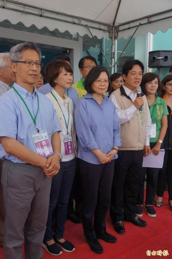 總統蔡英文南下台南,聽取中研院南部院區的簡報計畫說明。(記者林孟婷攝)