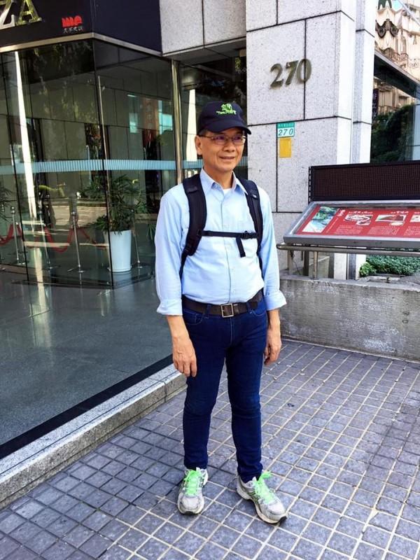 風靡全球的手機遊戲「精靈寶可夢GO」昨日終於在台灣上架,立即造成旋風。游錫堃鼓勵阿公阿嬤一起玩。(圖擷取自游錫堃臉書)