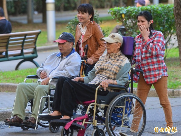 有高達8成6的台灣民眾希望照顧自己的人不是外勞,而是台灣人。(資料照,記者王藝菘攝)