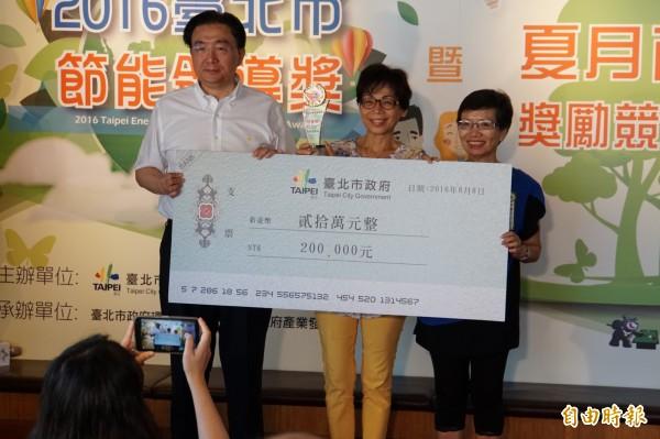 北市節能領導獎獎金最高達20萬元,由環保局長頒發。(記者張凱翔攝)