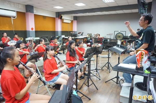 南陽國小管樂團是全國學生音樂比賽的常勝軍。(記者歐素美攝)