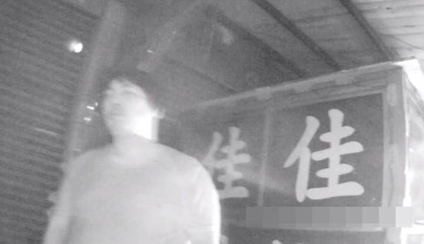 廖男因騎車抓寶,吃上1萬元的罰單。(記者何宗翰翻攝)