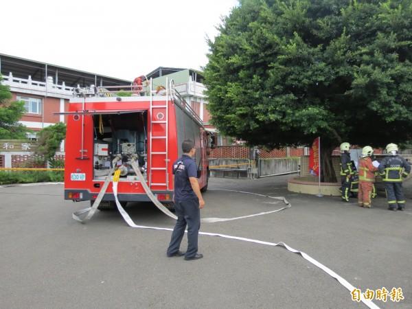 中市消防局在仁愛之家進行消防演練。(記者蘇金鳳攝)