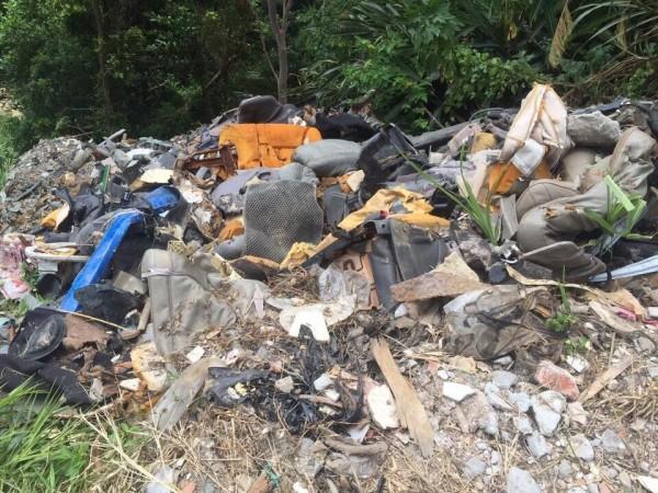 亂倒事業廢棄物、污泥,苗縣今年已20起,超出去年1倍(記者蔡政珉翻攝)