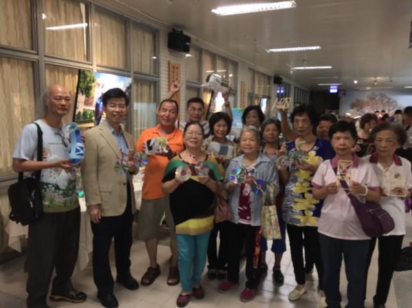 台中市推動樂齡行動教室,助銀髮族社區走動充實生活。(記者蘇孟娟攝)