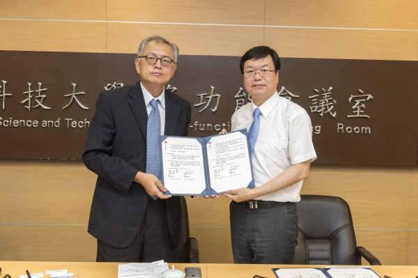 台灣科技大學與明志科技大學共同簽下獎學金合作案,要用雙聯學位、共同指導等方式,搶攻國際生。(王復民提供)