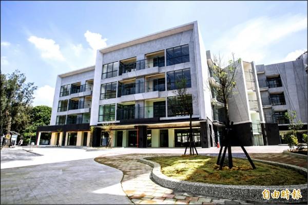 美輪美奐的新竹市光武國中新建校舍預計十一月完工。(記者蔡彰盛攝)