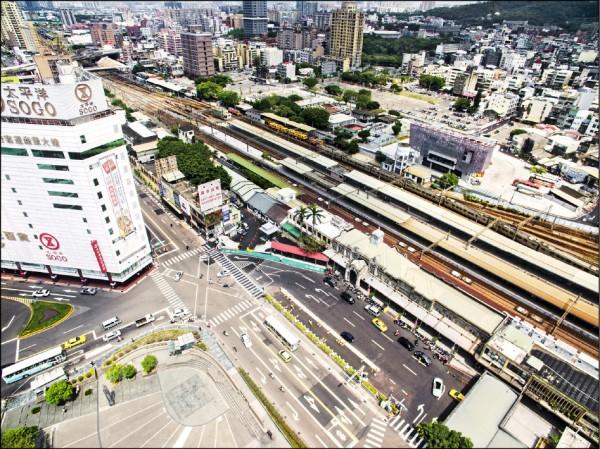 新竹市政府交通處統計,新竹轉運站啟用一個多星期來,已發揮紓解火車站前站車潮及人潮的功效。(記者洪美秀翻攝)
