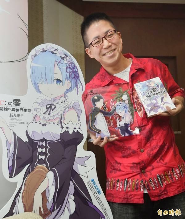 2016漫畫博覽會12日在世貿展覽館舉行,日本輕小說家長月達平媒體聯訪。(記者方賓照攝)