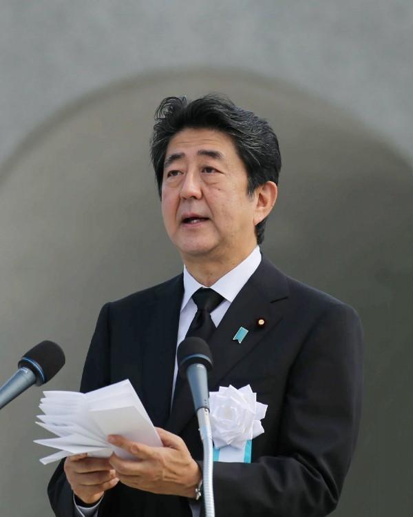 日本防衛相稻田朋美今日表示,將不會在終戰日前往位於東京9段北的靖國神社參拜,此外日本媒體指出,日本首相安倍晉三預計也不會前往參拜。(法新社)