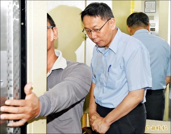 第七屆台北、上海雙城論壇將於廿三日在台北登場,中方卻派上海市委常委、統戰部長沙海林來台,引發爭議。台北市長柯文哲昨參加一場會議前受訪說,「統戰在台灣是污名化的名詞」。(記者廖振輝攝)