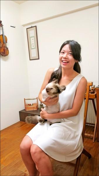 蔡盷蓁為了「毛小孩」舉辦音樂會,所得捐給「彰化流浪動物之家」與「台中市聯合保護動物協會」。(記者顏宏駿攝)