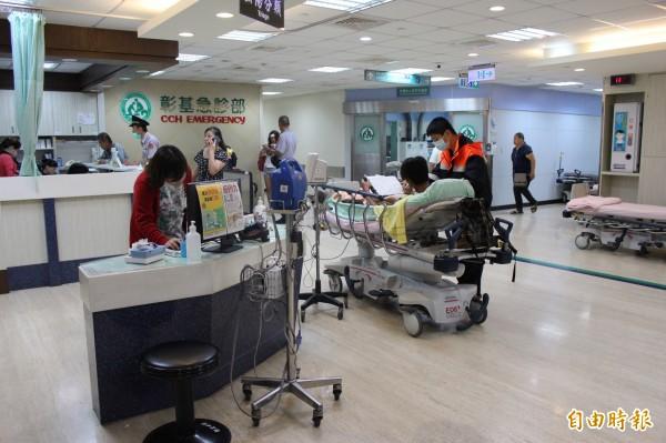 病人對醫院的服務品質要求越來越高,服務品質又是醫院評鑑的重點項目,使得醫院經營重視「病患為尊」,造成醫護人員難為。(記者張聰秋攝)