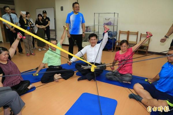 中市打造友善運動校園,助身障者校園運動無礙。(記者蘇孟娟攝)