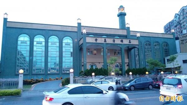 位於高雄市建軍路的清真寺,是馬來西亞遊客來高雄必遊景點。(記者張忠義攝)