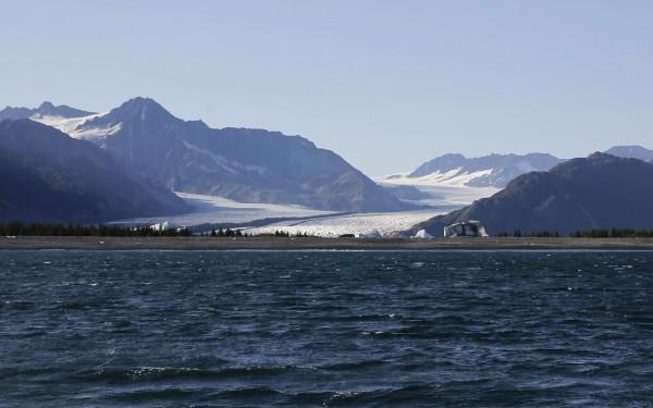 阿拉斯加地區海岸示意圖,估計20年後希許馬瑞夫小鎮將被淹沒。因此於17日舉辦公投決定是否遷村。(路透)