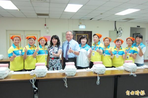 烏日區稻米品質競賽往年都以生米評鑑外觀決勝負,今年首度端出電鍋煮成熟飯。(記者何宗翰攝)