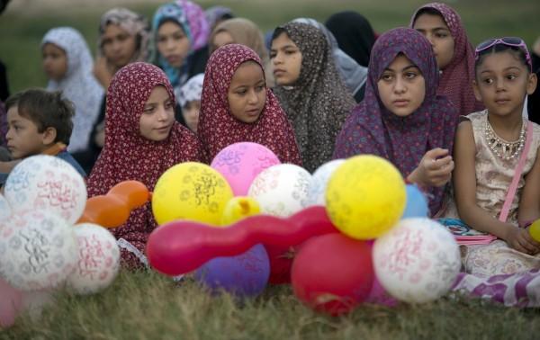 能夠露出整個臉部的Hijab頭紗。(圖擷自美聯社)