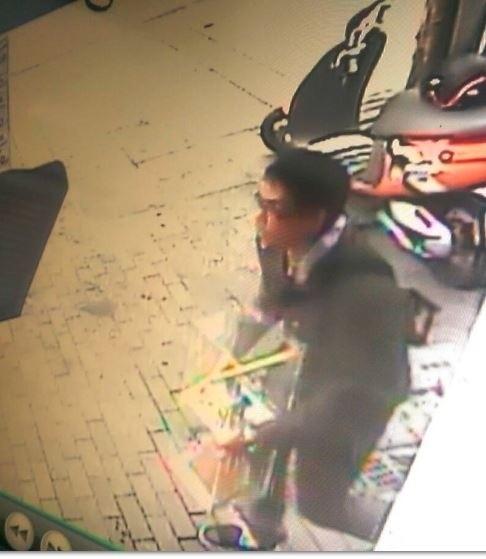 涉嫌盜竊INVICTA精品手錶的嫌犯。(記者劉慶侯翻攝)