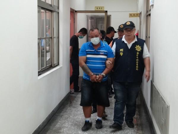 涉嫌持槍恐嚇的犯嫌等7人被學甲警分局移送法辦。(記者楊金城翻攝)