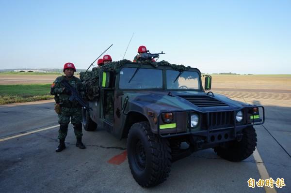 國軍悍馬車傳出翻覆意外,所幸無人傷亡。圖為示意圖,與本新聞無關。(資料照,記者歐素美攝)