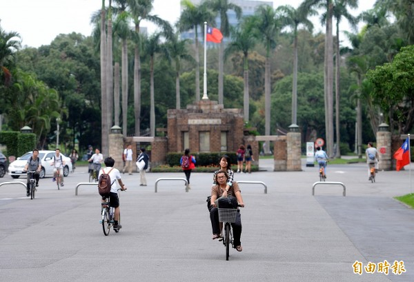 就讀台大的學生,有幾乎一半是來自台北、新北兩市。(資料照,記者方賓照攝)