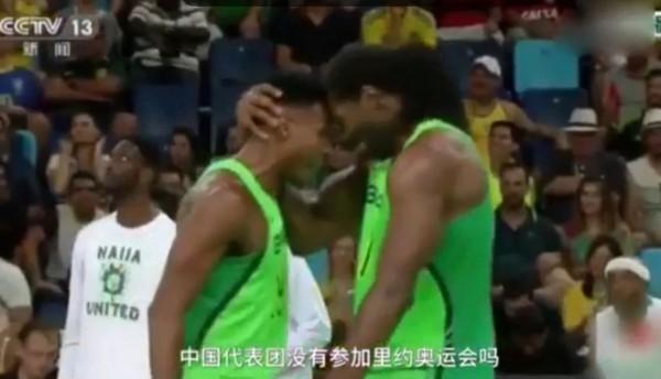 里約奧運閉幕典禮上所播出的精彩回顧影片,沒有中國隊的身影出現,白岩松吐槽,「中國代表團沒有參加里約奧運會嗎?」(圖擷取自影片)