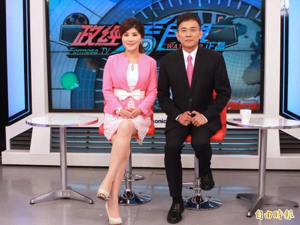 知名節目主持人彭文正與妻子李晶玉新節目「政經看民視」,今晚間首播。(記者曾德蓉攝)