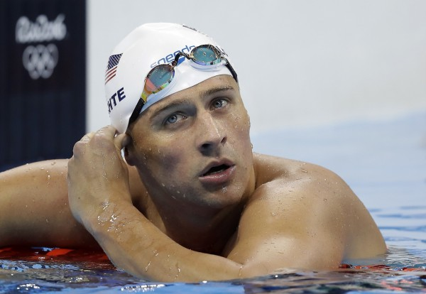 美國奧運金牌泳將洛克特(Ryan Lochte)與3名隊友在里約酒後鬧事,卻謊稱遭人拿槍脅持搶劫,引起軒然大波。(資料照,美聯社)
