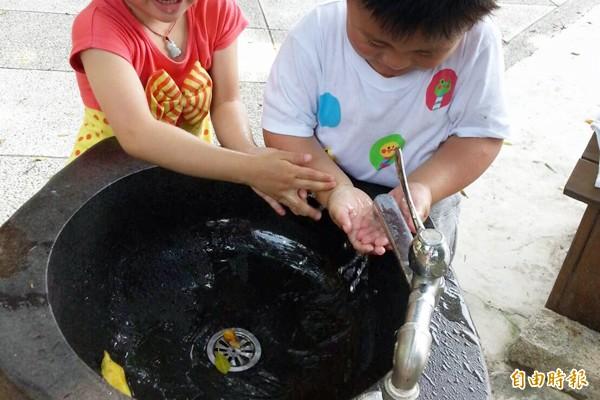 衛生局提醒,預防腸病毒最佳方式是勤洗手。(資料照,記者賴筱桐攝)