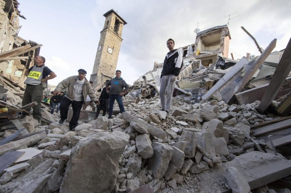 許多居民因為強震而無家可歸。(歐新社)
