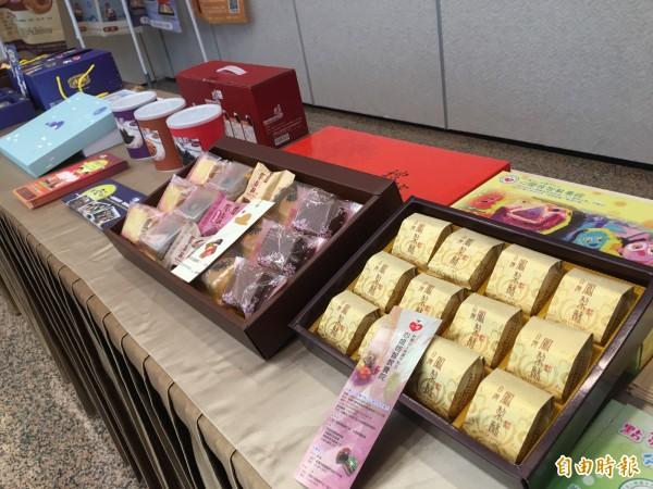 由11家社福單位組成的安心聯盟,將在8月27日推出聯合特賣活動,推出通過國家檢驗認證的多款衛生與口味兼具的中秋商品。(記者陳炳宏攝)