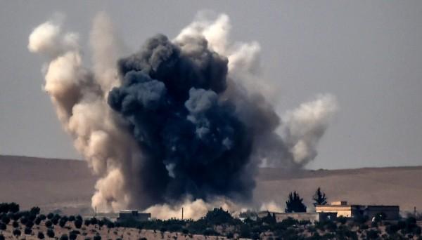 敘利亞反抗軍獲得土耳其軍隊火力支援,聯手攻下敘利亞邊境要塞城市賈拉布洛斯。(法新社)
