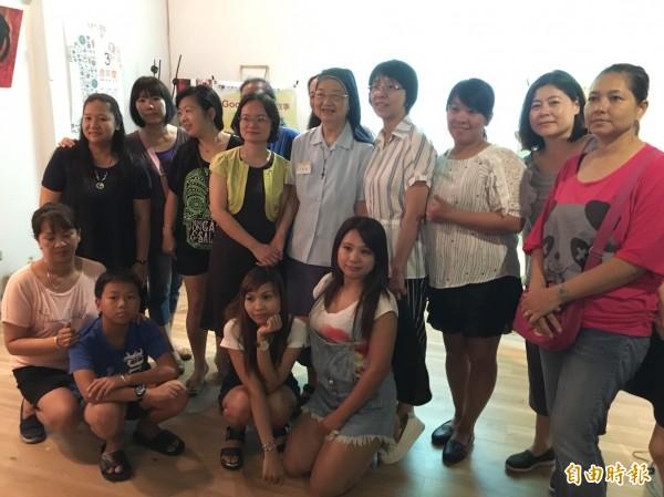 許多新住民姊妹齊聚一堂,提倡友善社會。(記者楊綿傑攝)