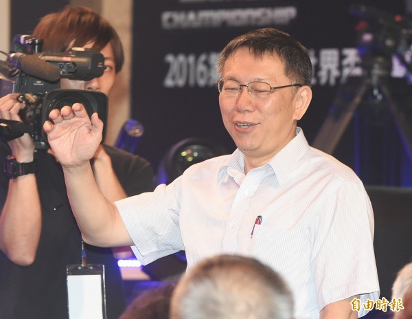 台北市長柯文哲27日出席2016SF電競世界盃比賽開幕,為參賽選手加油。(記者廖振輝攝)