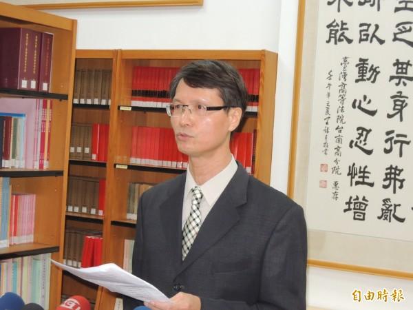 台南高分院發言人沈揚仁說明李全教市議員當選無效案判決理由。(記者王俊忠攝)