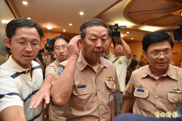 海軍司令黃曙上將光(圖中)記過一次並向總統自請處分。(資料照,記者張忠義攝)