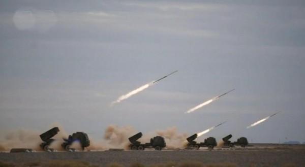 中國解放軍第1集團軍近日在東部沿海舉行演習,其中動用射程可覆蓋台灣新竹數十公里範圍的新型火箭炮。(圖截自中國網路)