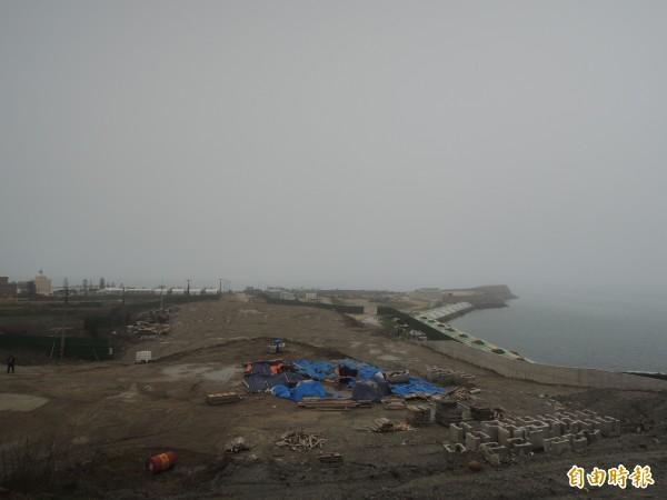 大倉文化園區停建後,大倉島滿目瘡痍,需要引入觀光活水。(記者劉禹慶攝)