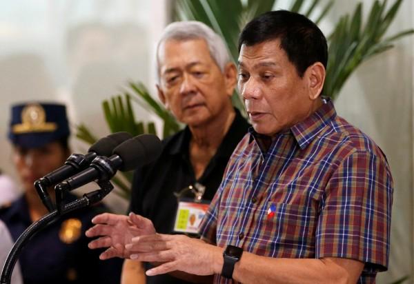 菲國總統杜特蒂(Duterte)在記者會上表示:「美國要談人權問題可以,但必須先聽我說。」(路透)