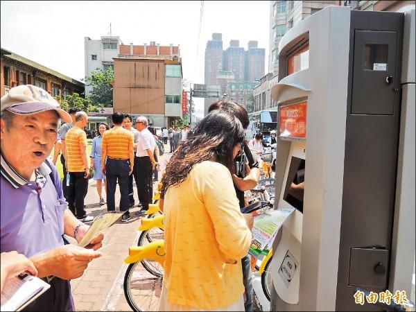 新竹市的自行車YouBike系統當機,15個站點至昨晚10點均未修復。 (記者洪美秀攝)