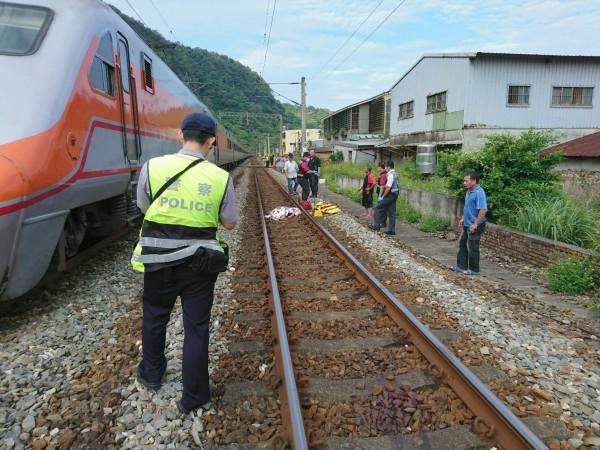 頭城鎮大溪路平交道,1名9歲女童被自強號列車撞死。(記者江志雄翻攝)