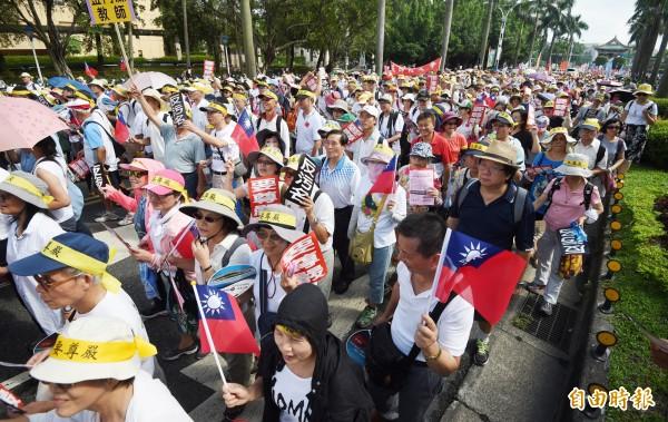 今(3)日軍公教「反污名、要尊嚴」九三大遊行下午登場。(記者羅沛德攝)