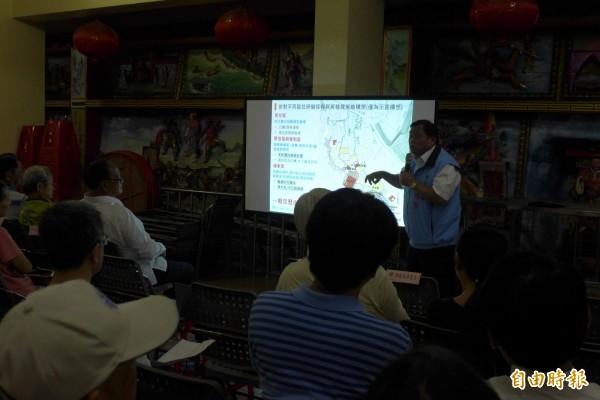 淡水區重建街登錄聚落前期作業座談會,今天在淡水福佑宮禮堂舉行。(記者李雅雯攝)