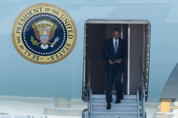 美國總統歐巴馬3日搭乘專機抵達中國杭州出席二十國集團(G20)高峰會,但下機後卻疑似遭到中方在接待上刻意怠慢。(法新社)