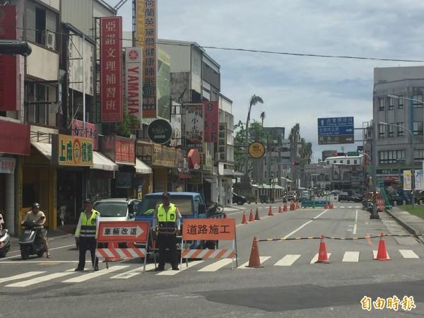 台東市正在施作汙水下水道工程,正氣路因路窄,施工時會封閉車道。(記者張存薇攝)