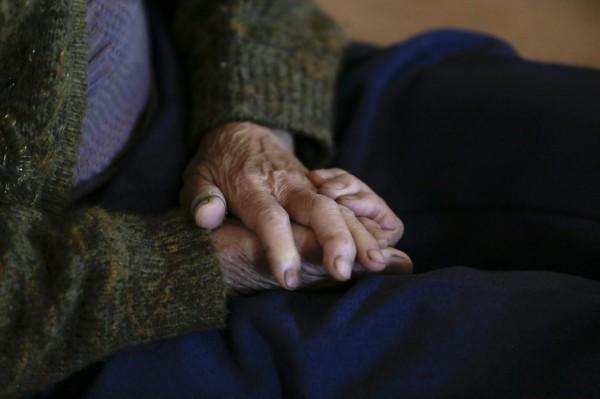 日本政府調查,對於老人的定義,受訪者中認為「70歲以上」的最多。(歐新社)